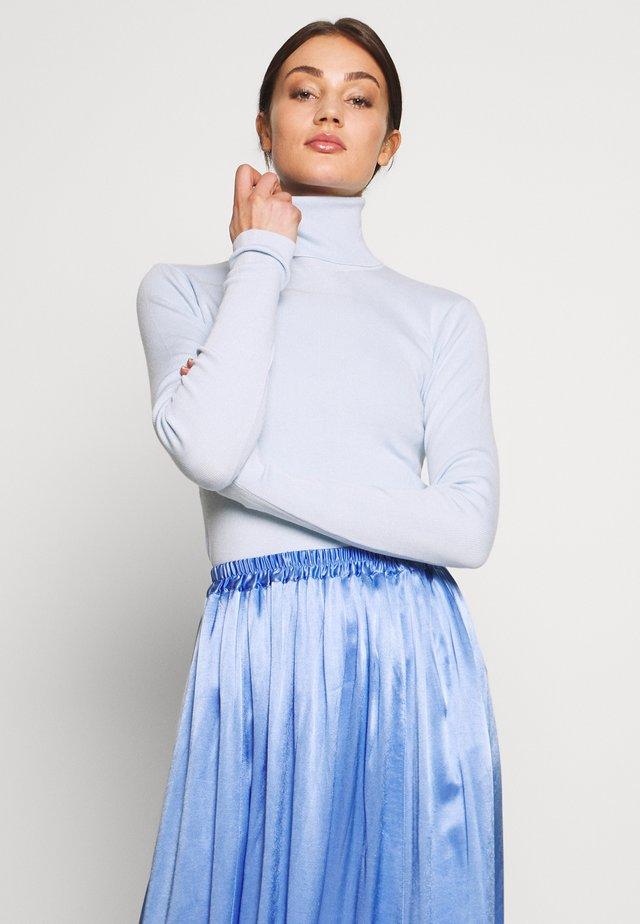 KIRSTEN TURTLENECK - Jersey de punto - light blue