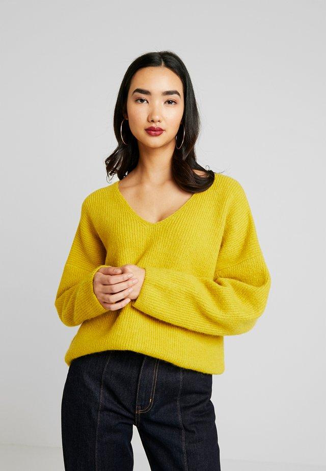 AMIRAH  - Strikkegenser - yellow
