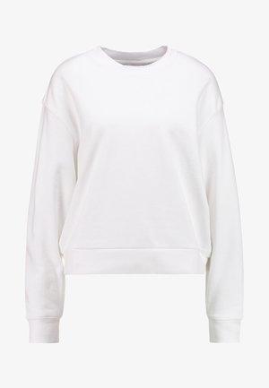 HUGE CROPPED  - Collegepaita - white