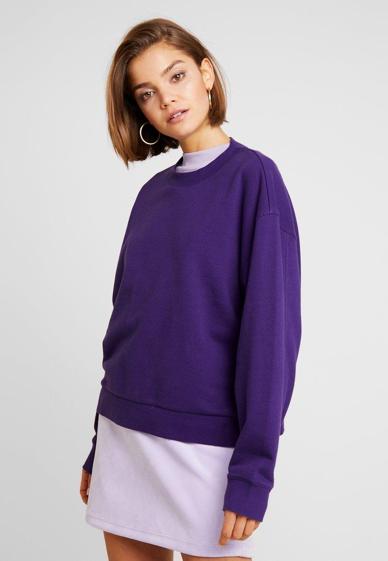 Weekday - HUGE CROPPED  - Sweatshirt - purple