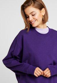 Weekday - HUGE CROPPED  - Sweatshirt - purple - 4