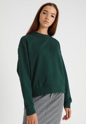 HUGE CROPPED SWEATSHIRT - Bluza - dark green