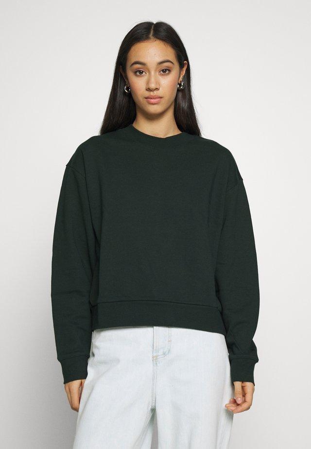 HUGE CROPPED  - Sweatshirt - bottle green