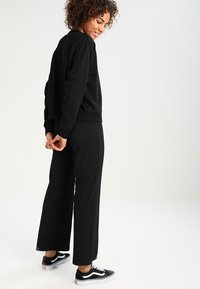 Weekday - HUGE CROPPED  - Sweatshirt - black - 2