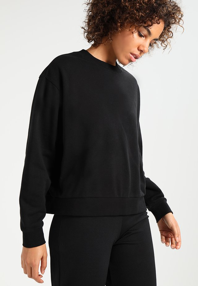 HUGE CROPPED  - Collegepaita - black