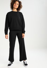 Weekday - HUGE CROPPED  - Sweatshirt - black - 1