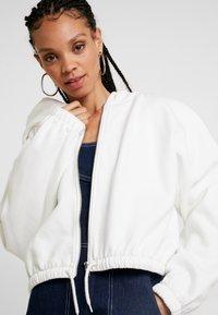 Weekday - MIMI ZIP HODDIE - Zip-up hoodie - white - 4