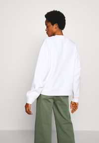 Weekday - HUGE CROPPED SWEATSHIRT - Sweatshirt - white light - 2