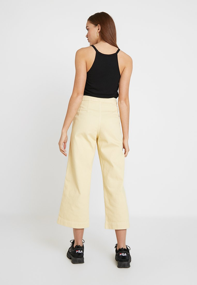 Weekday - VIDA - Flared jeans - pale yellow