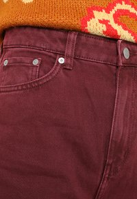 Weekday - ACE - Jeansy Bootcut - burgundy - 4