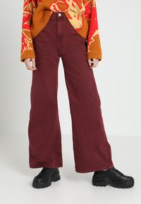 Weekday - ACE - Jeansy Bootcut - burgundy - 0