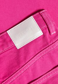 Weekday - ROWE - Jeans Relaxed Fit - cerise pink - 2