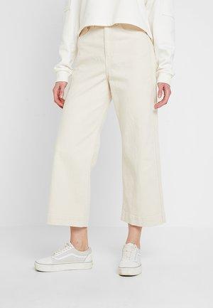 VEER - Jeans a zampa - ecru