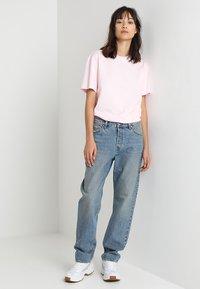 Weekday - NEMJUNG - Jeans Straight Leg - blue wash - 1