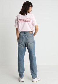 Weekday - NEMJUNG - Jeans Straight Leg - blue wash - 2
