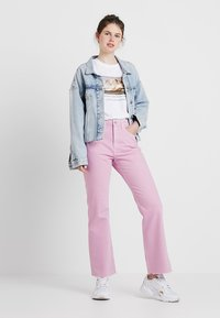 Weekday - MILE CROPPED - Flared Jeans - pink - 1