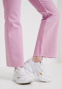 Weekday - MILE CROPPED - Flared Jeans - pink - 3