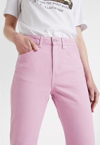 Weekday - MILE CROPPED - Flared Jeans - pink - 5