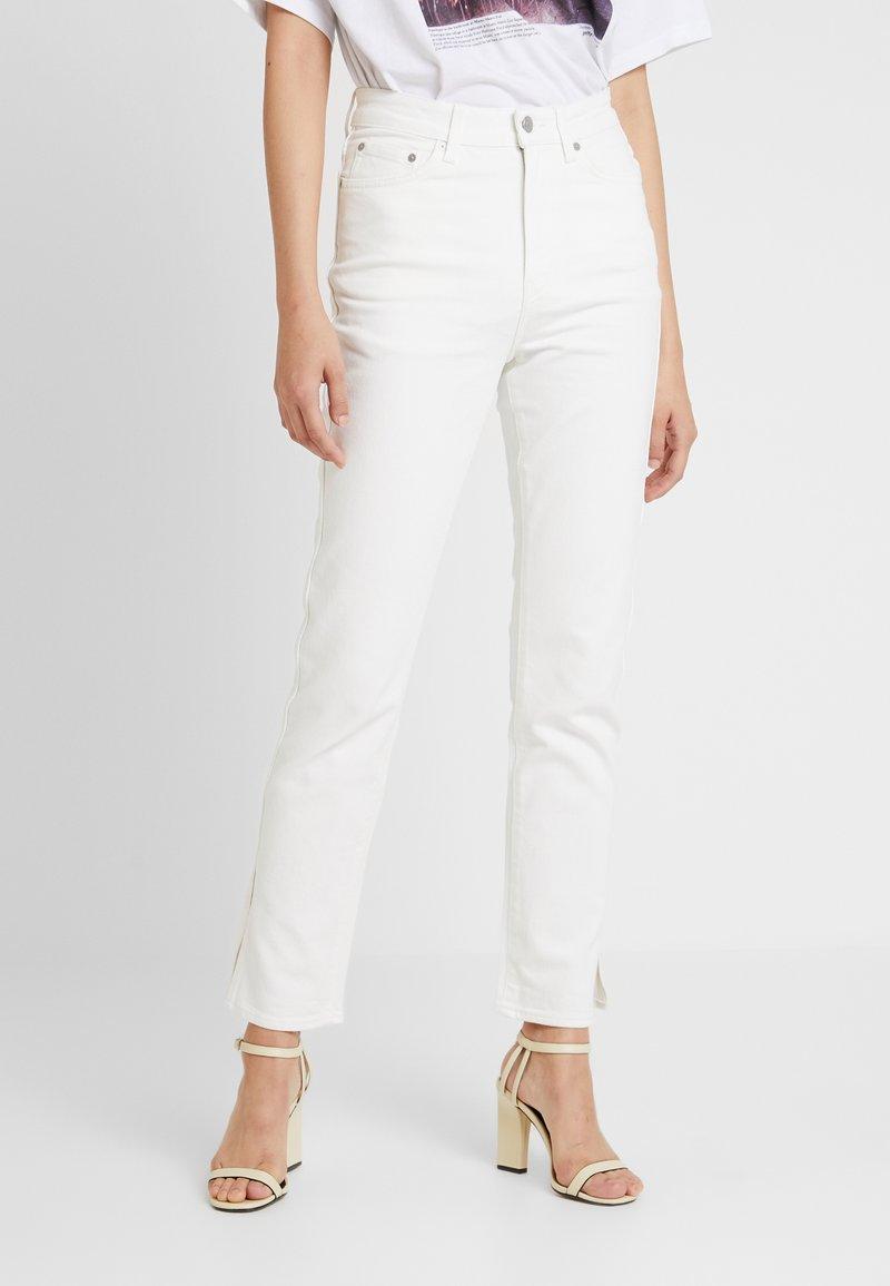 Weekday - CASE SPLIT STANDARD - Jeans Slim Fit - white