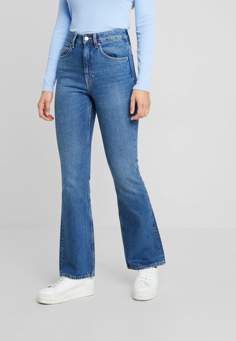 Weekday - MILE MARFA - Bootcut jeans - marfa blue
