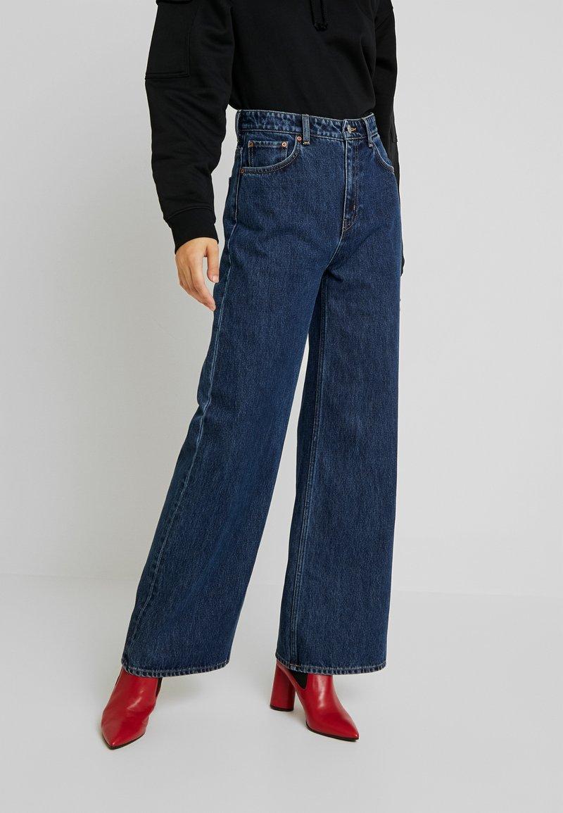 Weekday - ACE OHIO - Flared Jeans - blue denim