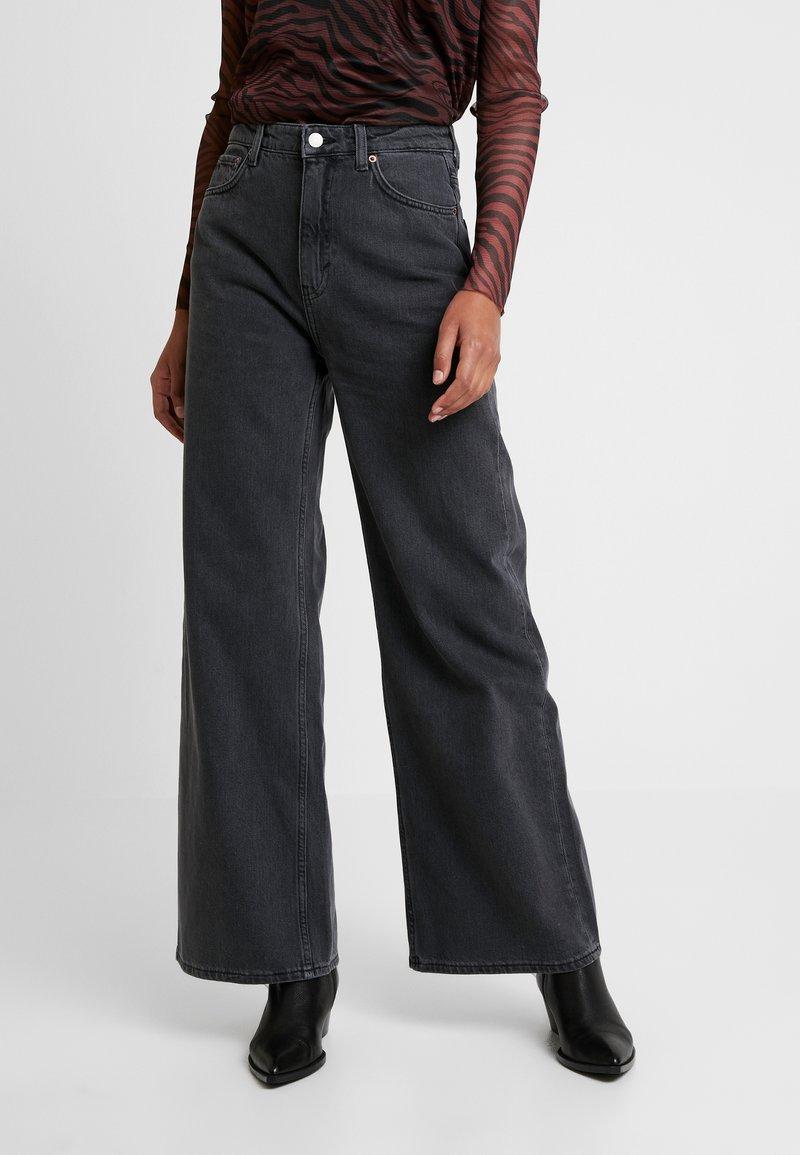 Weekday - ACE OHIO - Flared Jeans - night black
