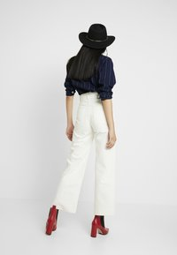 Weekday - COSMO TROUSERS - Flared Jeans - white - 2