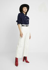 Weekday - COSMO TROUSERS - Flared Jeans - white - 1