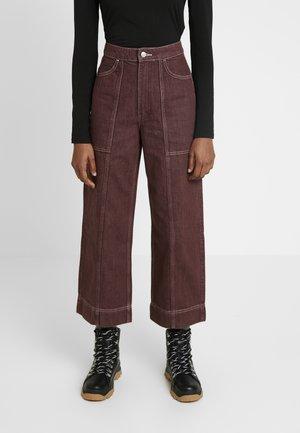 AVON - Jeans a zampa - mahogany