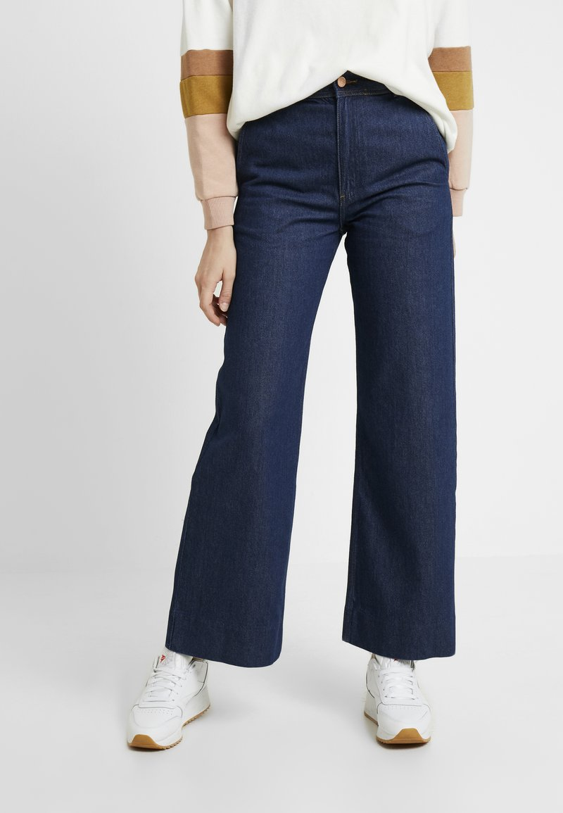 Weekday - CORY TROUSER PRESSED - Flared Jeans - soaked