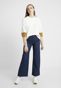 Weekday - CORY TROUSER PRESSED - Jeans a zampa - soaked - 1