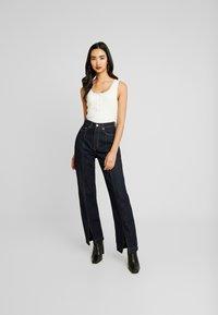 Weekday - ROW SPLIT - Flared jeans - rinse - 0