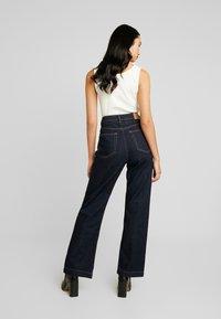 Weekday - ROW SPLIT - Flared jeans - rinse - 2