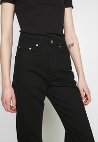 Weekday - ROW STAY - Straight leg jeans - black - 3