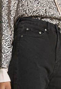 Weekday - LASH EXTRA HIGH MOM ECHO - Jeans Tapered Fit - echo black - 4