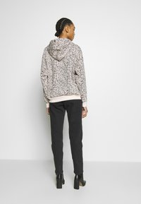 Weekday - LASH EXTRA HIGH MOM ECHO - Jeans Tapered Fit - echo black - 2