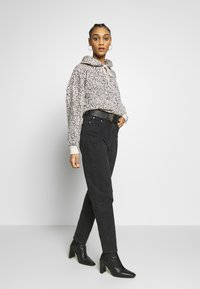 Weekday - LASH EXTRA HIGH MOM ECHO - Jeans Tapered Fit - echo black - 1