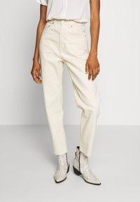 Weekday - MEG HIGH MOM WASHED BACK - Jeans straight leg - ecru - 0