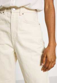 Weekday - MEG HIGH MOM WASHED BACK - Jeans straight leg - ecru - 4