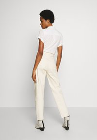 Weekday - MEG HIGH MOM WASHED BACK - Jeans straight leg - ecru - 2