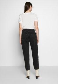 Weekday - MEG HIGH MOM WASHED BACK - Jeans a sigaretta - washed black - 2