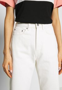 Weekday - ROWE  - Relaxed fit jeans - white - 4