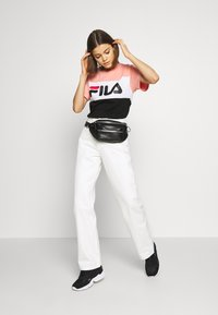 Weekday - ROWE  - Relaxed fit jeans - white - 1