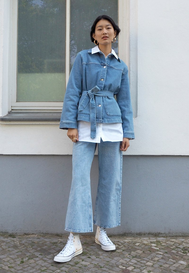 Weekday - LINEAR TROUSERS - Jeans Straight Leg - summer blue