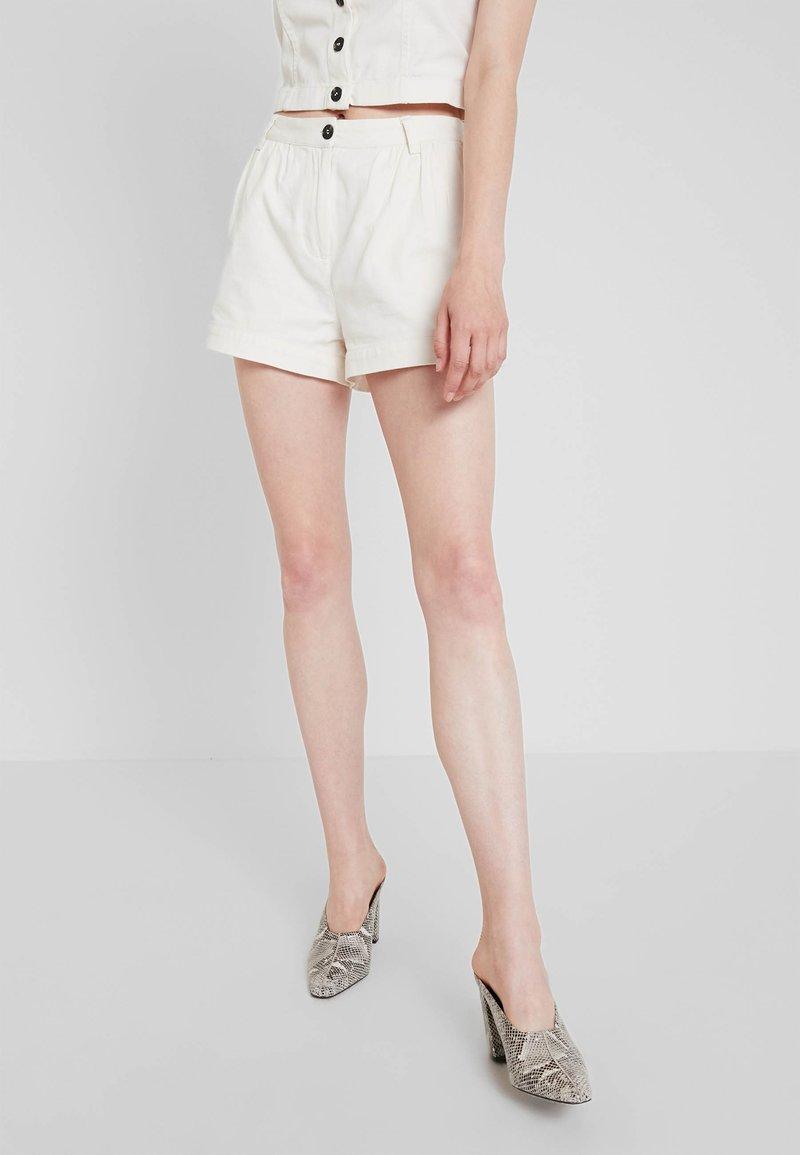 Weekday - ROCIO SHORTS - Shorts - off white