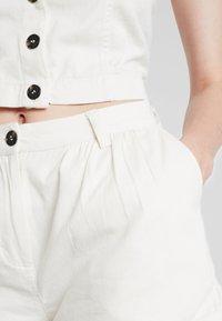 Weekday - ROCIO SHORTS - Shorts - off white - 3