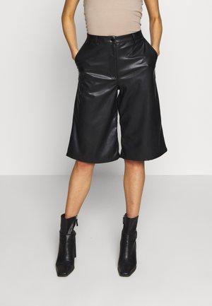 SANNA - Shorts - black