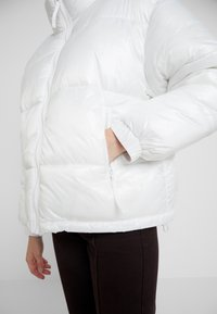 Weekday - BENITA PUFFER JACKET - Zimní bunda - white - 5