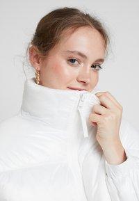 Weekday - BENITA PUFFER JACKET - Zimní bunda - white - 3