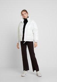 Weekday - BENITA PUFFER JACKET - Zimní bunda - white - 1